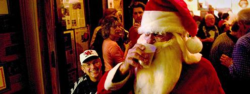 santa-drinking-in-pub